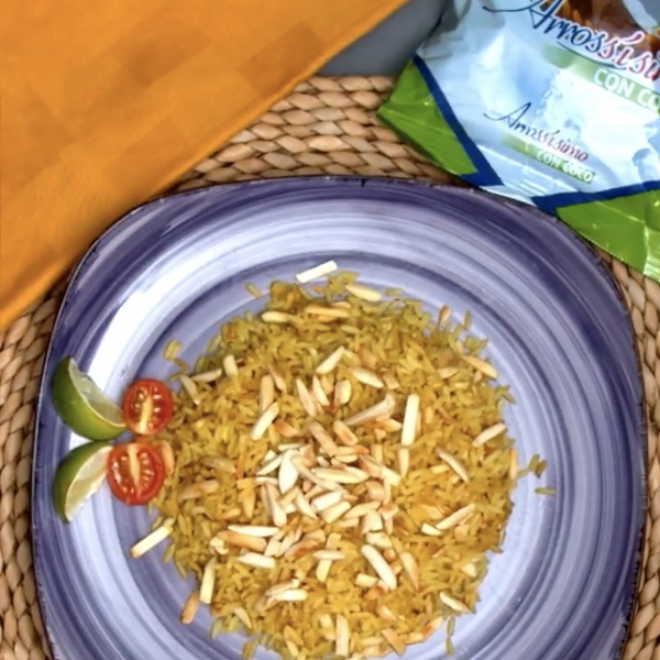 Arrossísimo con coco, curry y almendras